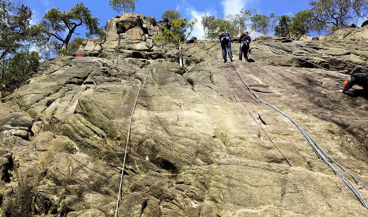 An der Marienwand im Harz muss man sich wenig Gedanken um Scharfkantenbelastungen machen. Die Steine sind hier alle schön abgerundet und bieten kaum Potenzial für Beschädigungen des Seils.
